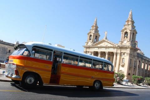 Arriva…in bus su e giù per Malta!