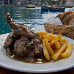 Piatti tradizionali di Malta: agnello stufato con fagioli