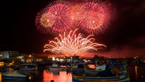 Il Malta International Fireworks Festival illumina i cieli dell'arcipelago