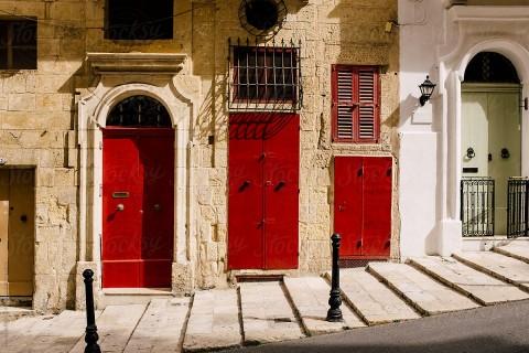 Alla scoperta delle colorate porte di Malta