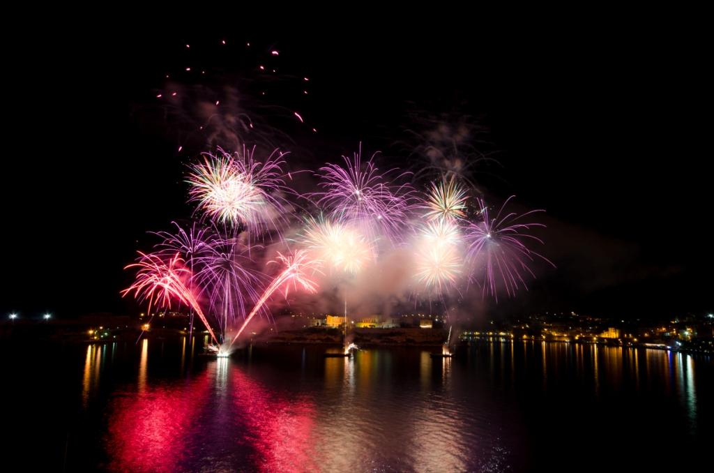 Fuochi d'artificio con il Malta International Fireworks Festival