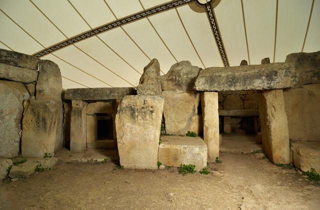 Tempio di Mnajdra, misteri di Malta